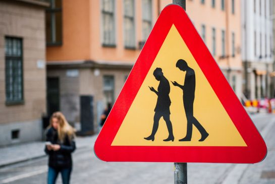 Pavement lights guide 'smartphone zombies'